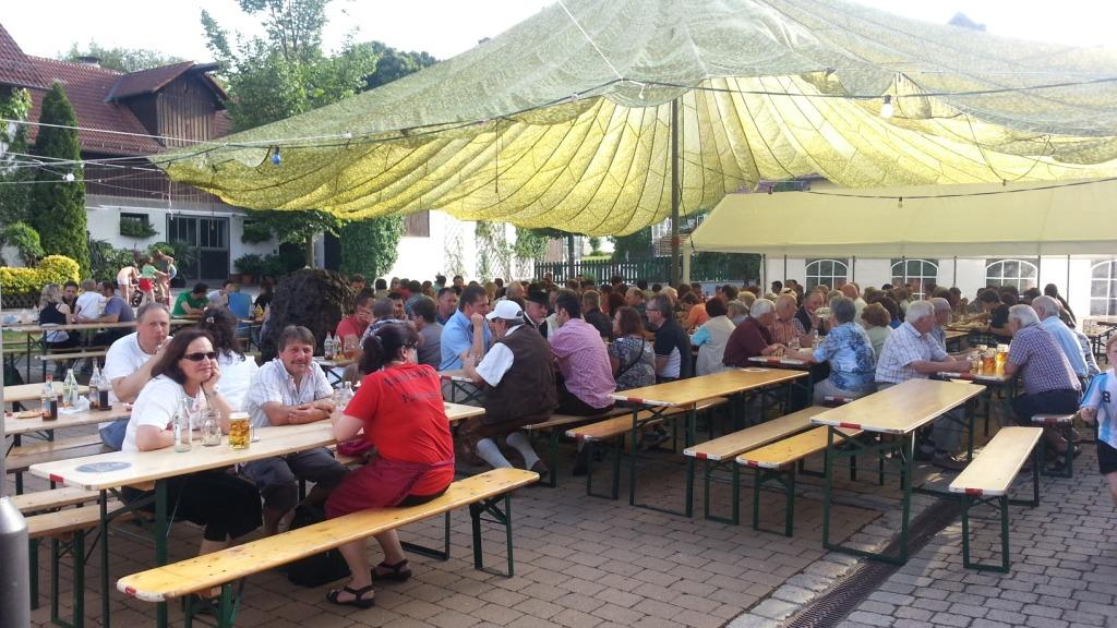 Christbaum aufstellen @ Dorfplatz | Rohrbach | Bayern | Deutschland