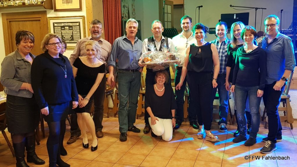 Hans mit Freunden und Kameraden bei seiner Geburtstagsparty